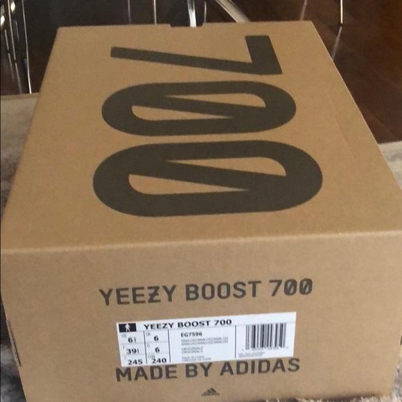 newest 6d447 17dda Authentic Yeezy Boost 700 box NWT